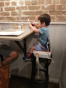 Easy to set up portable high chair